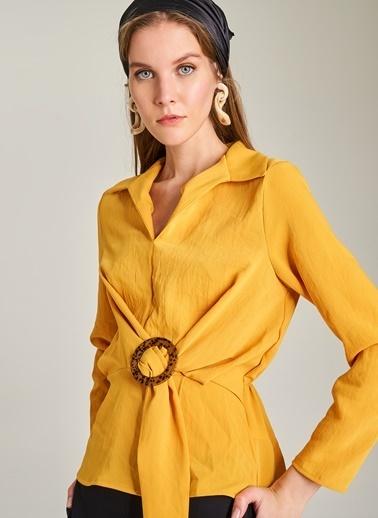 NGSTYLE Beli Tokalı Bluz Sarı